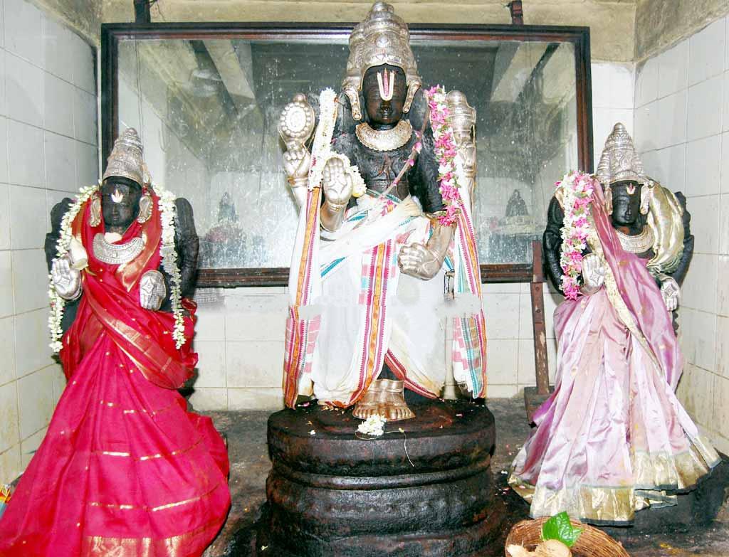 Lord Brahma With Goddess Saraswathi & Gayathri Devi