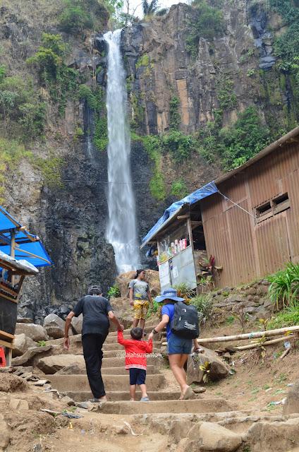 Penduduk Lokal Air Terjun Takapala