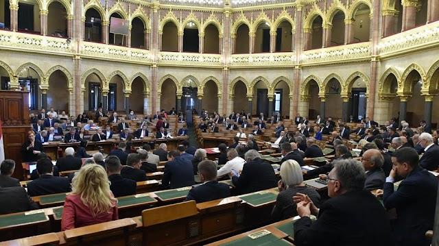 Újra összeült a parlament, erről vitáztak a honatyák