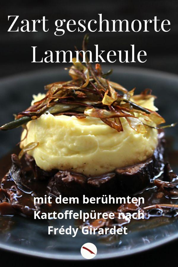 Das müsst ihr nachkochen! Bei diesem berühmten Kartoffelpüree wird die butterzart geschmorte Lammkeule fast zur Nebensache. Dazu gibt es knusprige gebratene Artischocken-Streifen. Rezept von Arthurs Tochter kocht, dem Foodblog aus Rheinhessen. Unbedingt nachkochen! #rezept #resteverwertung #auflauf #cremig #lammfleisch #lammkeule #sternekoch #püree #weihnachten #einfach #besonders #schmoren #backofen #kartoffeln #stampf #herbst #foodblog #foodphotography