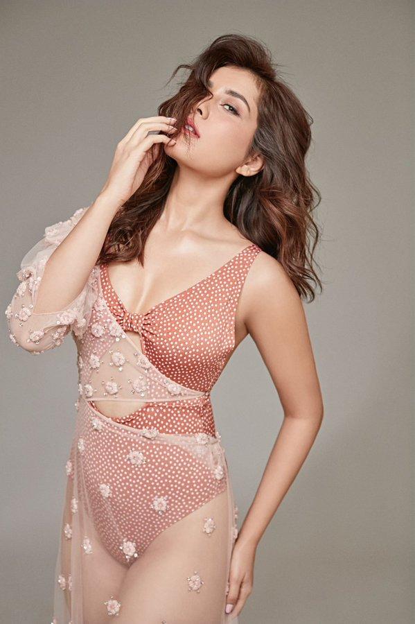 Actress Raashi Khanna Latest Hot Photos in Bikini