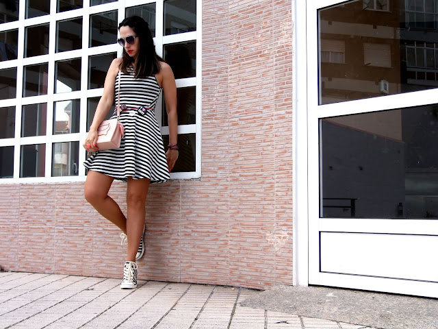 fashion, moda, look, outfit, blog, blogger, walking, penny, lane, streetstyle, style, estilo, trendy, rock, boho, chic, cool, casual, ropa, cloth, garment, inspiration, fashionblogger, art, photo, photograph, Avilés, oviedo, gijón, asturias, hat, botines, vestido, dress, rayas, stripes, cat, naive, hym, bershka, zara, accessories, accesorio,