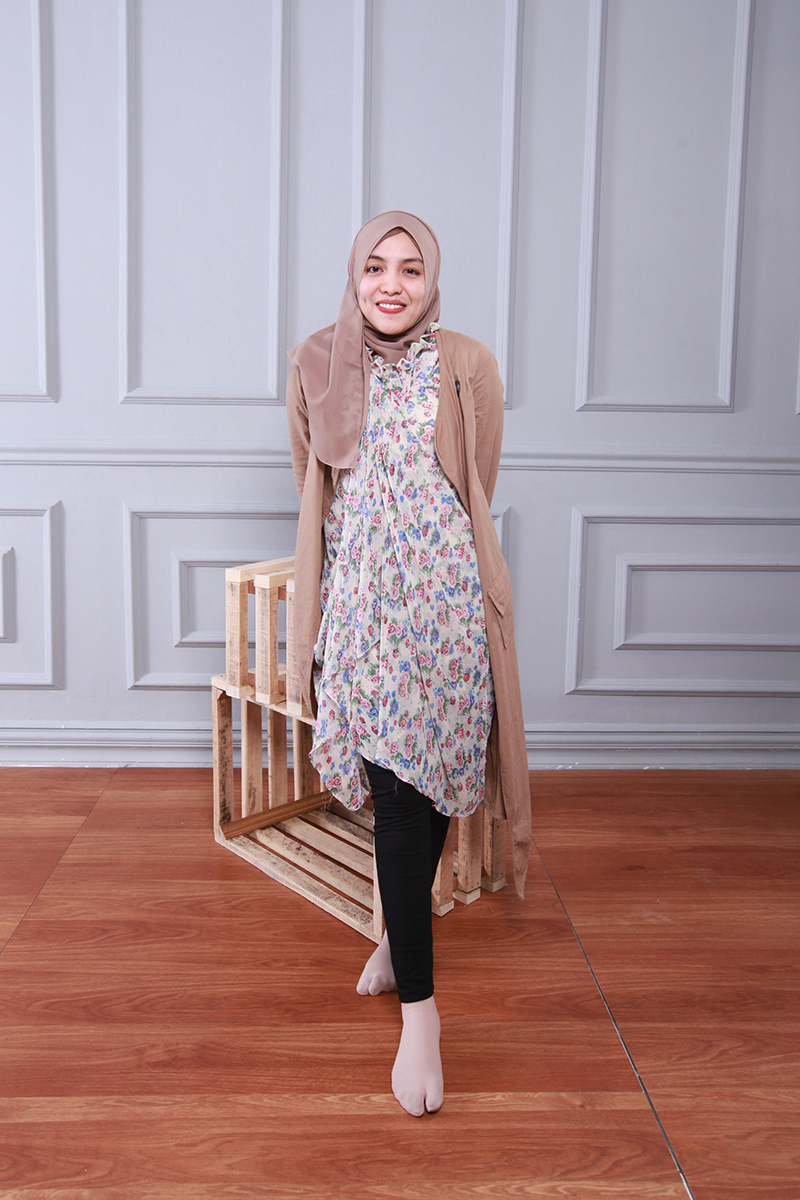 cewek manis Hijab pakai Legging Rifda