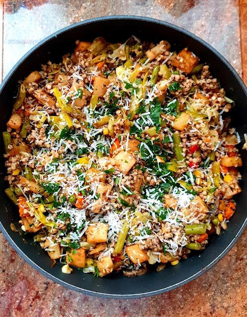 kasza gryczana, warzywa na patelnię,detoks,zdrowe danie,z kuchni do kuchni,najzdrowsze dania na odchudzanie, jak się odchudzać,odchudzające danie,dania z kaszą gryczaną,najlepszy blog kulinarny,