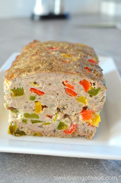 Pieczeń z mięsa mielonego z kolorową papryką