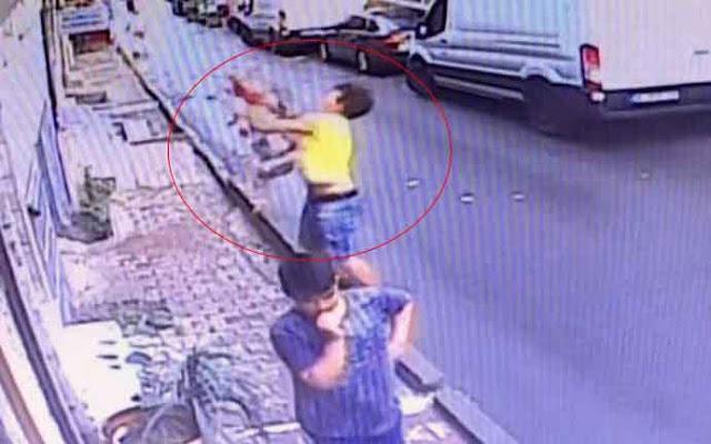 شاب جزائري ينقذ طفلة سورية من موت محقق باسطنبول (فيديو)