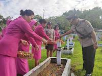 Dalam Rangka Hari Bhayangkara Ke-73, Polres Sorong Ikuti Upacara Ziarah Di TMP Tri Jaya Sakti