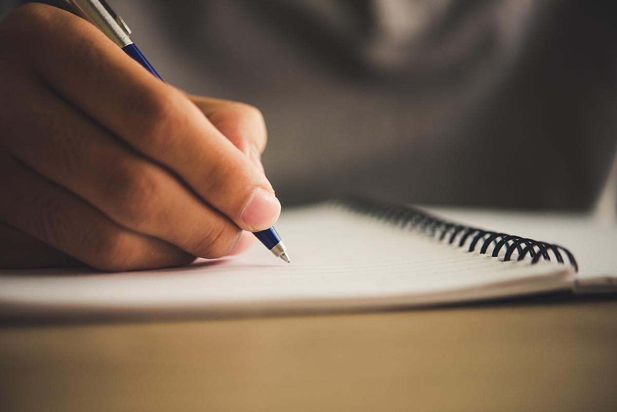 Viết nhật ký giúp xoa dịu nỗi buồn