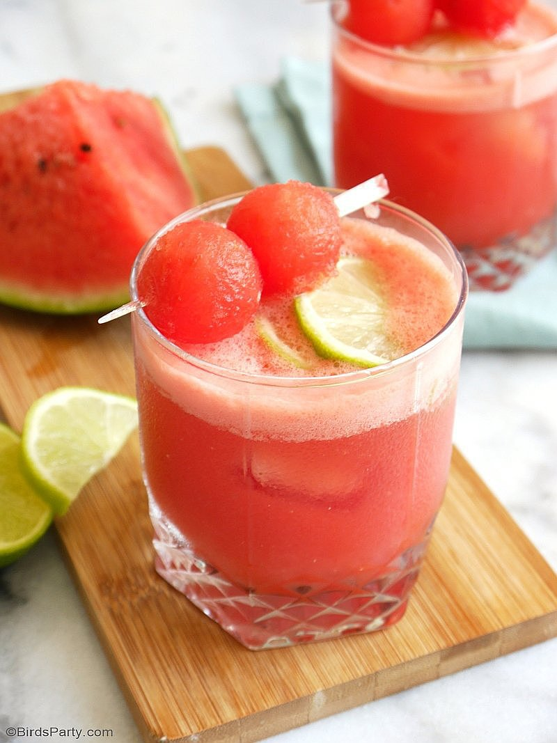 Watermelon Daiquiri Cocktail Recipe - a delicious, refreshing and super easy to make drink for any summer party or the 4th of July! by BirdsParty.com @birdsparty #4thjuly #drinks #cocktails #summerdrinks #watremelon #watermelonrecipe #recipe