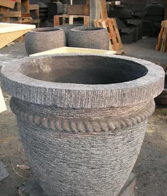 Kerajinan Tangan Pot Bunga Dari Batu