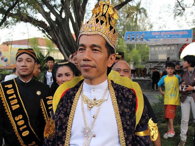 Aktivis Politik: Jokowi Gagah dengan Pakaian Raja Jawa