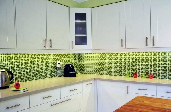 Laminate Countertops For White Cabinets Whit Green Tile
