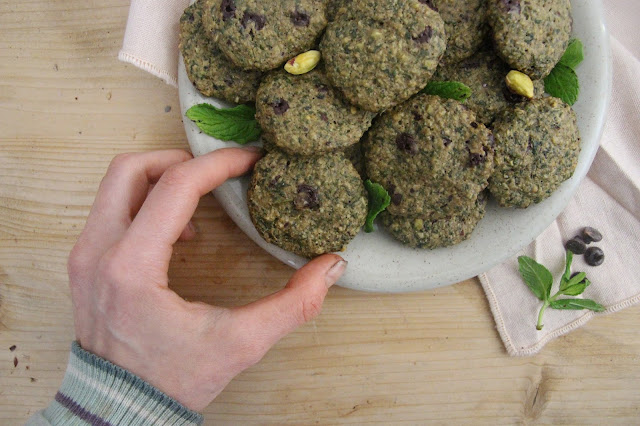 Cuillère et saladier : Biscuits menthe-pistache-chocolat (vegan)