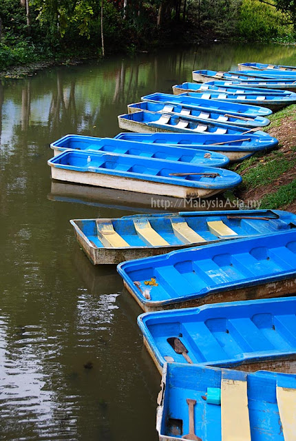 Boats at Khao Kop Cave