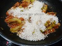 alcachofas, sobrasada, tomate, ajos y arroz