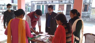 उपजिलाधिकारी अमरेश कुमार ने विभिन्न बूथों का किया निरीक्षण