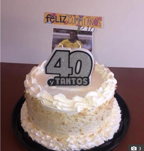 """Ronaldinho nhận quà sinh nhật trong tù cực """"độc"""", bị đàn anh mắng xối xả 2"""