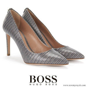 Kate Middleton wore Hugo Boss grey embossed leather pumps
