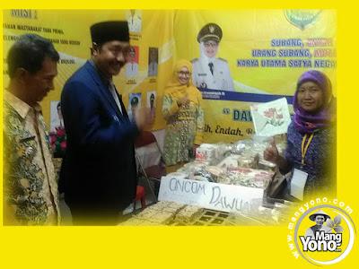 FOTO 2 : Kunjungan Ketua DPRD Kab. Subang Beni Rudiono ke stand  Kec. Dawuan, Pameran Pembangunan Subang 2017.