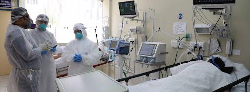 Médicos del Minsa son investigados por trabajar en clínicas privadas