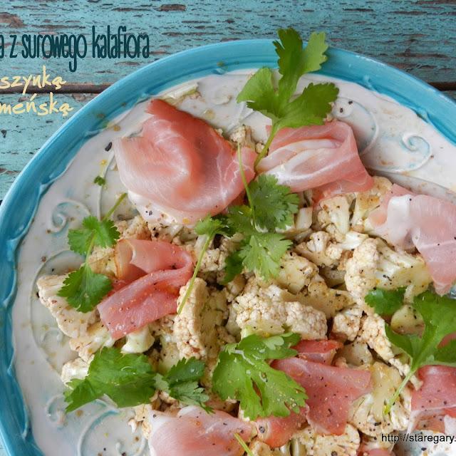 Sałatka z surowego kalafiora z szynką parmeńską