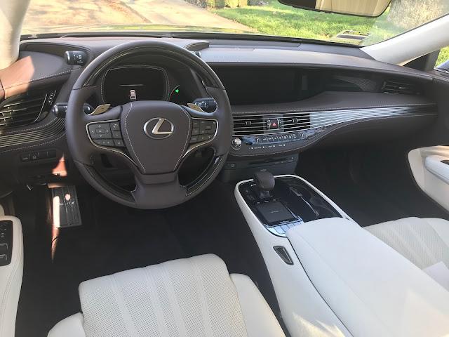 Instrument panel in 2020 Lexus LS 500
