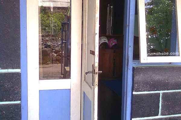 Pintu Utama Rumah Seharusnya Tidak Membuka Keluar