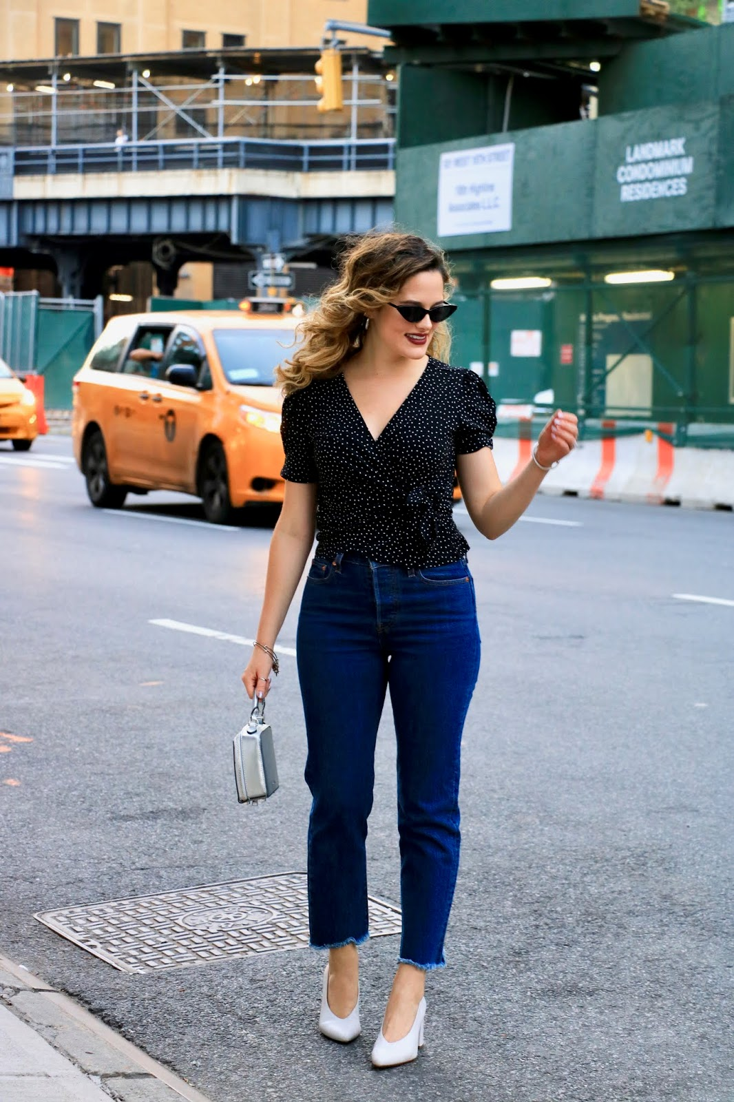 Nyc fashion blogger Kathleen Harper wearing Levi's wedgie jeans.