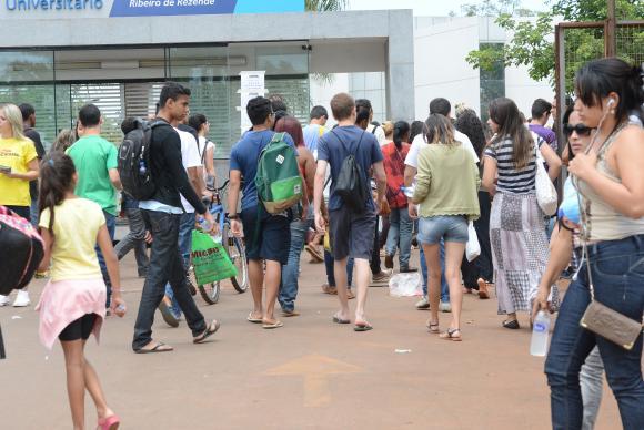 Candidatos chegam a local de prova do Enem Elza Fiuza/Arquivo Agência Brasil