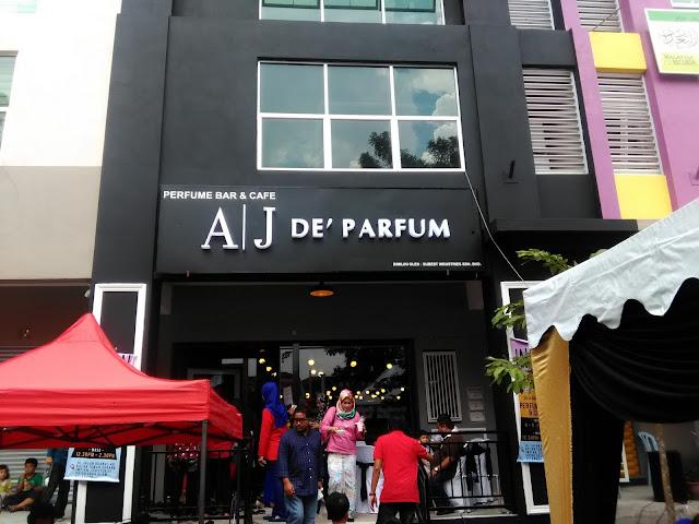 Kemeriahan butik AJ De' Parfum