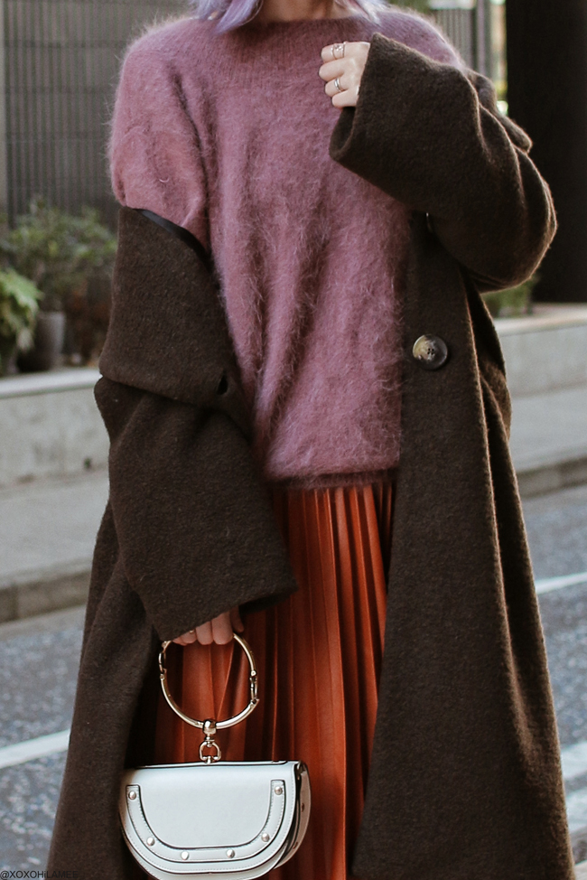 Japanese Fashion Blogger,MizuhoK,20190120OOTD, ZARA=chocolate color long coat, Red line straped sandals, Snidel= Back V cut knit sweater, Dresslily= faux leather brown pleated skirt, SheIn=half moon bag, Tutuanna=black socks,  Alexandre De Paris=Headband, Somnium=ring
