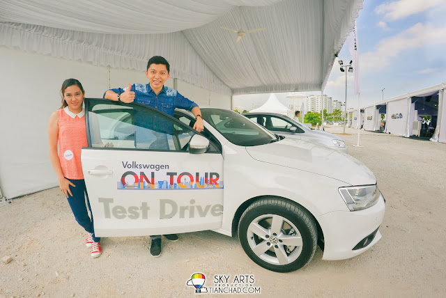 A picture with Volkswagn Jetta during test drive at 'Volkswagen On Tour' @ Penang