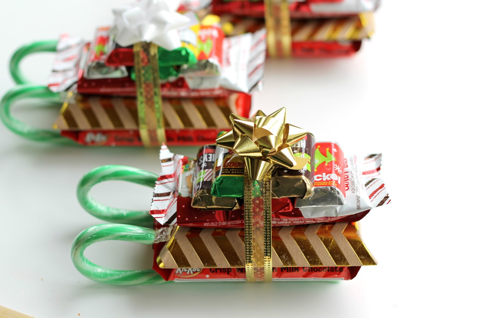 DIY Candy Cane Sleighs {Teacher, Neighbor, Friend Or Kid