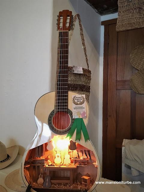 Guitarras Minuatura de Paracho, Michoacán