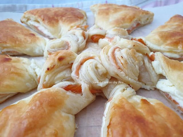 Pastel hojaldrado de salmón y queso crema