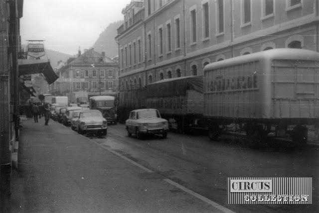 peu de circulations, ce sont les convois du cirque qui empêche le trafic au centre ville