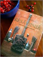http://villasukkakirjahyllyssa.blogspot.com/2019/08/joanne-harris-kesaviinia.html