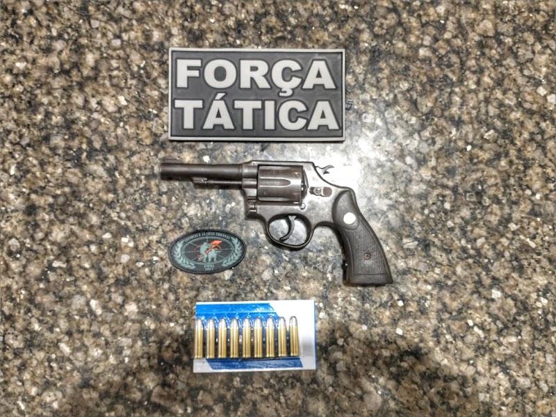 Polícia Militar prende homem com arma e munições em Lagoa Grande.
