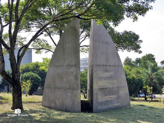 Close-up do Monumento à Amizade entre Brasil e Japão exposto nos jardins da Cidade Universitária da USP - Butantã - São Paulo