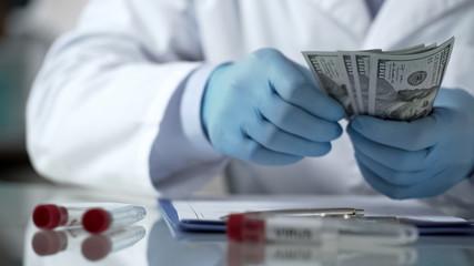 Si dimettono due funzionari della FDA dopo le dichiarazioni di Biden per spingere le terze dosi vaccinali