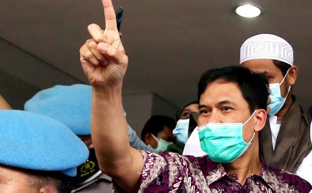 Munarman Bertanya: '4 Orang Ditembak di Dalam Mobil Polisi, Jadi Tak Ada Tembak Menembak, dong?'