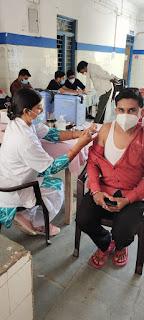 खुशियों की दास्तां: तनोडिया नगर मैं 18+ के युवाओं उत्साह के साथ लगवा रहे कोरोना टीका