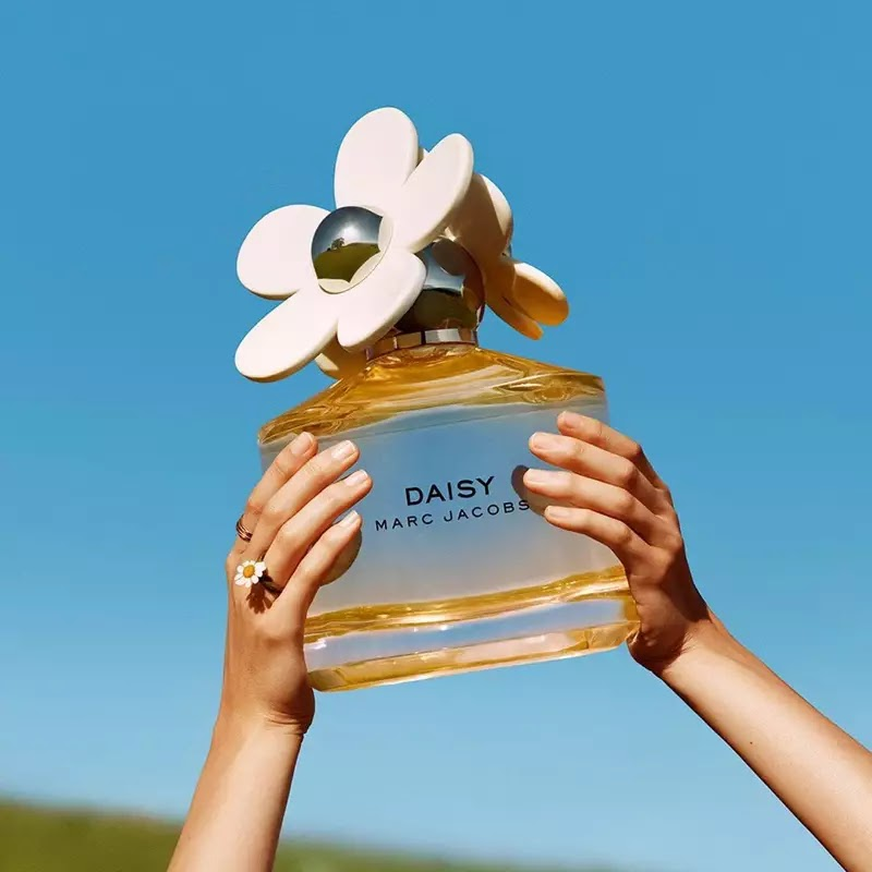 Marc Jacobs Daisy perfume bottle