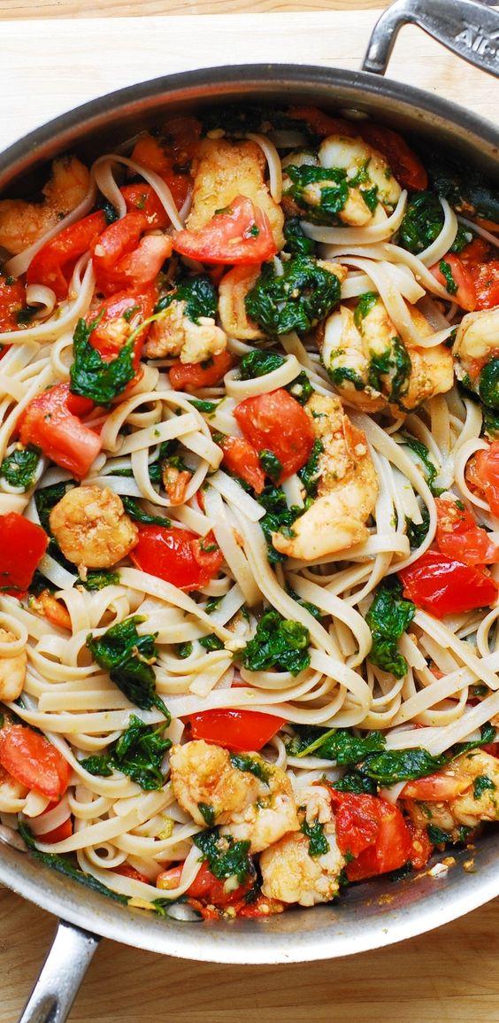 SHRIMP TOMATO SPINACH PASTA IN GARLIC BUTTER SAUCE #shrimp #tomato #spinach #pasta #pastarecipes #easypastarecipes #garlic #butter #buttersauce
