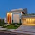 Fachada de casa térrea e contemporânea com composição rica de acabamentos!