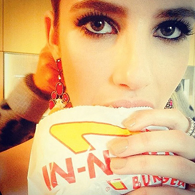 Emma Roberts eating these hamburgers