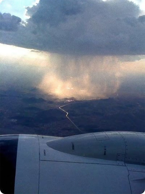 Gambar Hujan Yang Ditangkap Oleh Kamera dari atas Pesawat