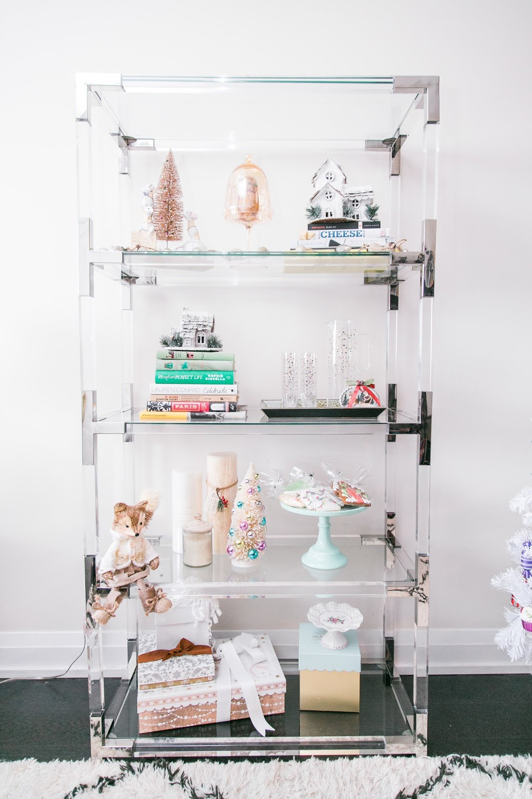 Bijuleni - 5 Easy Ways to Accessorize your Bookshelf for the Holidays