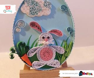 Decorazione di Pasqua a forma di Uovo con coniglietto in quilling