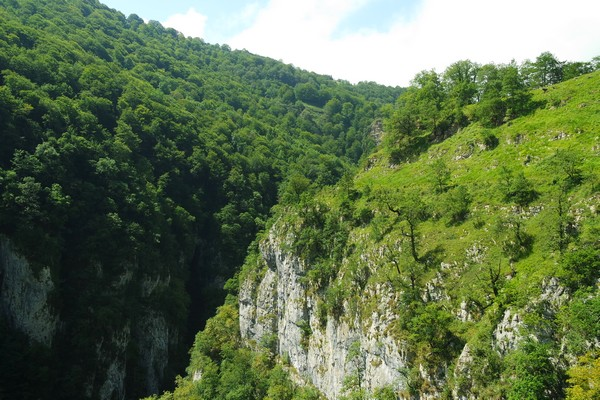 france pays basque randonnée passerelle holzarte